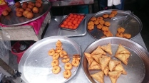 This was just next to Chowrasta market. Freshly fried and awesome. We had two vadeh, a dhal, a samosa and a banana ball each that costs RM6 (selling at RM0.60 each). That laddu looks lethal, didn't buy any